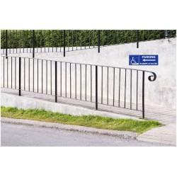 Panneau stationnement parking handicapé avec rampe d'accès - direction gauche