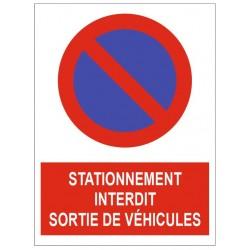 Panneau stationnement interdit sortie de véhicules