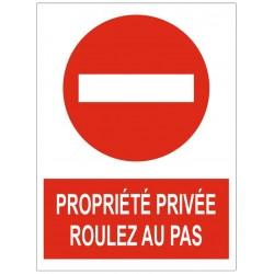 Panneau propriété privée roulez au pas