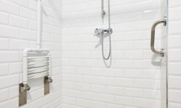 Comment aménager une douche PMR ?